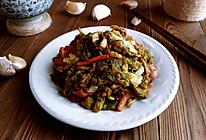 胡卷蒜腊焖芹叶的做法