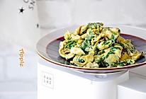 #花10分钟,做一道菜!#芹叶炒蛋的做法