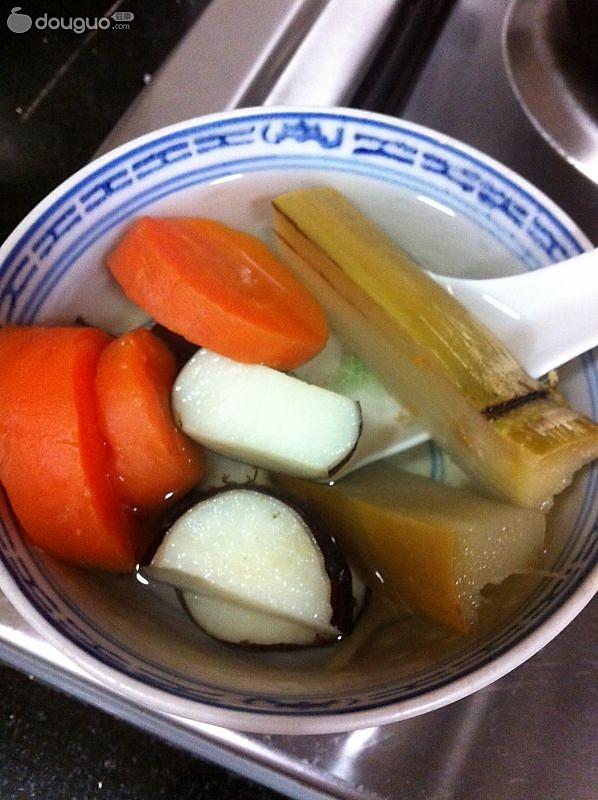 红萝卜甘蔗马蹄饮的做法