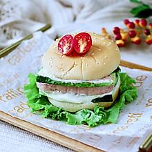 #秋天怎么吃#快手午餐肉黄瓜汉堡包