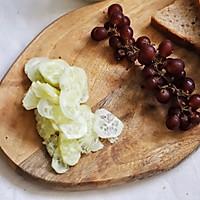 蛋皮布丁水果吐司卷,多种营养一口吃掉,减肥的你还等什么的做法图解2