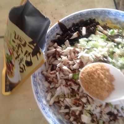 大喜大牛肉粉试用之---年年有余(三鲜蒸饺)的做法 步骤5