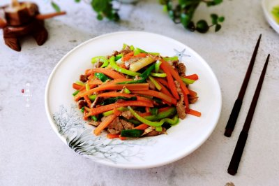 尖椒胡萝卜炒牛肉