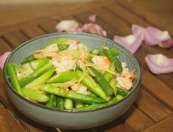 #520,美食撩动TA的心!# 芦笋炒虾仁的做法