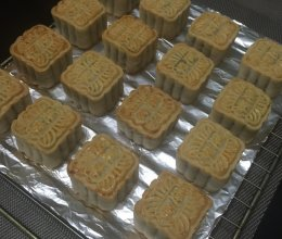 一年一度月饼季---红莲蓉月饼(附莲蓉馅做法)#青春食堂#的做法