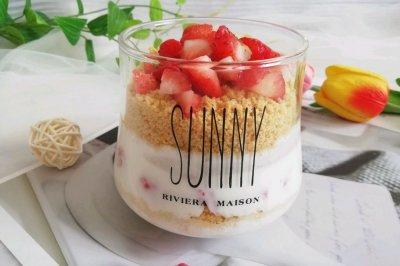 高颜值的酸奶草莓杯❗️超级好吃