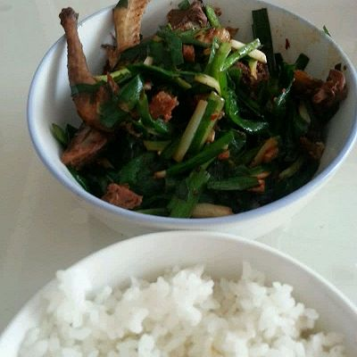 韭菜炒鸽子