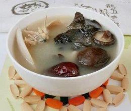 香菇木耳墨鱼汤的做法