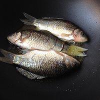 干锅鲫鱼#金龙鱼外婆乡小榨菜籽油#的做法图解5