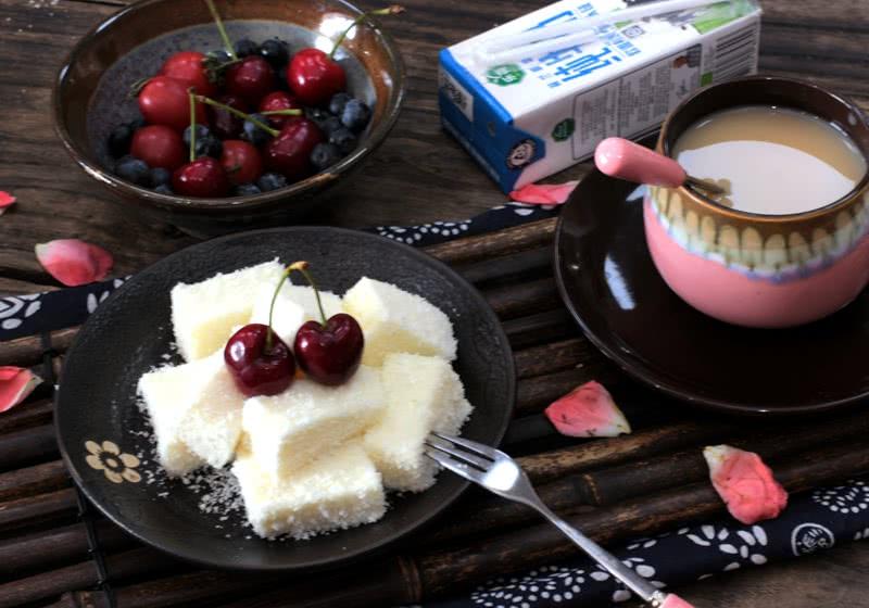 夏日冰爽小甜点--椰蓉牛奶小方的做法图解5