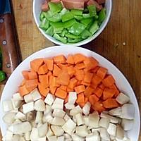 家常小炒素三样~胡萝卜、杏鲍菇、青椒的做法图解1