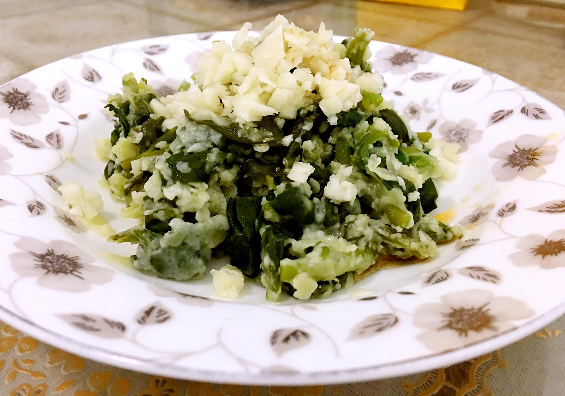 盐1克 香蒜碎少许 芝麻香油少许 家常蒸菜的做法步骤        本菜谱的