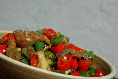 豆豉尖椒炒猪油渣的做法