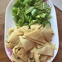 尖椒炒豆皮~百吃不厌的家常菜的做法图解1