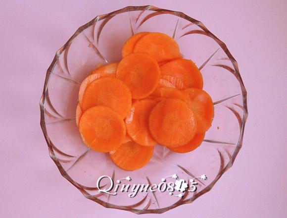 胡萝卜玫瑰花的做法图解3