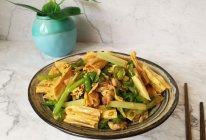 腐竹青椒炒肉的做法
