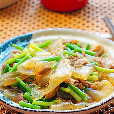 蒜苔肉丝炒拉皮