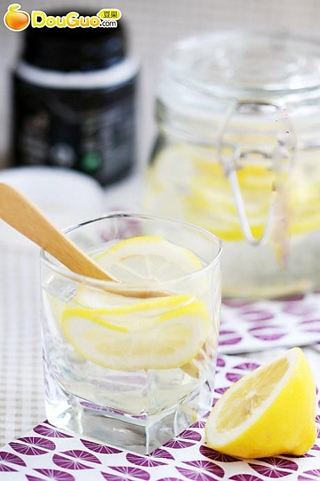 美白瘦身——柠檬蜂蜜水的做法