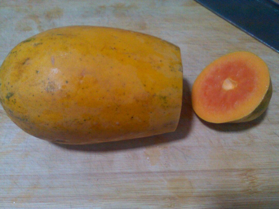 新鲜成熟木瓜洗净去皮去籽