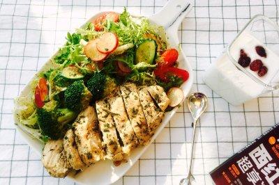 低脂减肥--迷迭香烤鸡胸肉