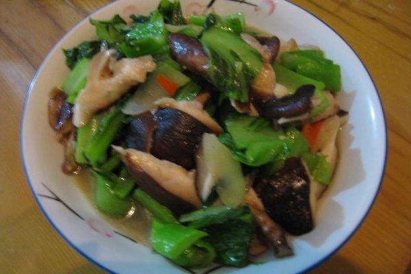 清炒香菇盖菜的做法