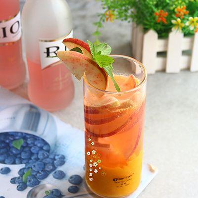 芒果水蜜桃白兰地风味鸡尾酒