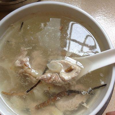 冬虫草花胶瘦肉汤