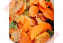 青椒香干炒胡萝卜的做法