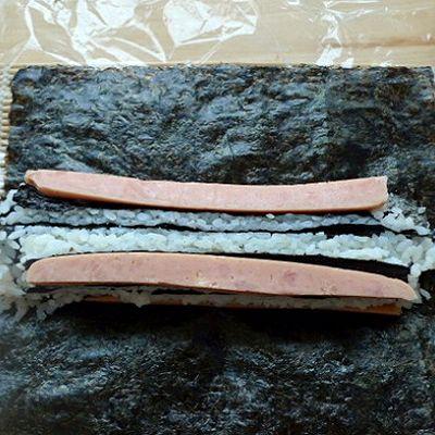 花样寿司---方型火腿花瓜鸡蛋卷的做法 步骤6