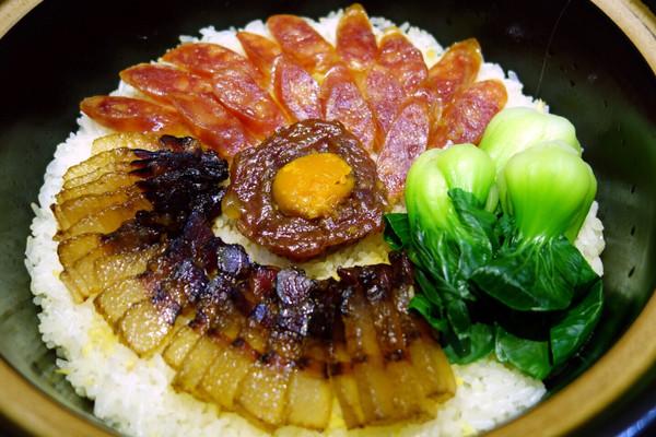 广东腊味煲仔饭的做法