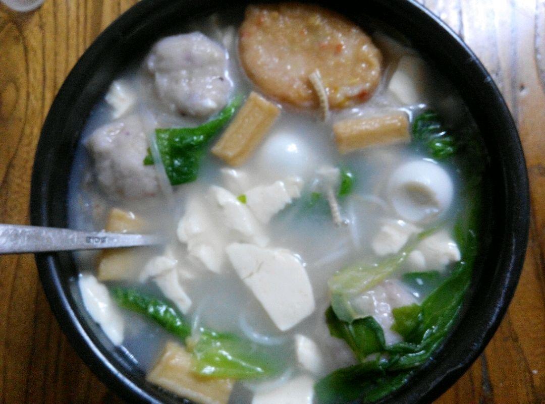 飘香砂锅鱼丸米线的做法步骤