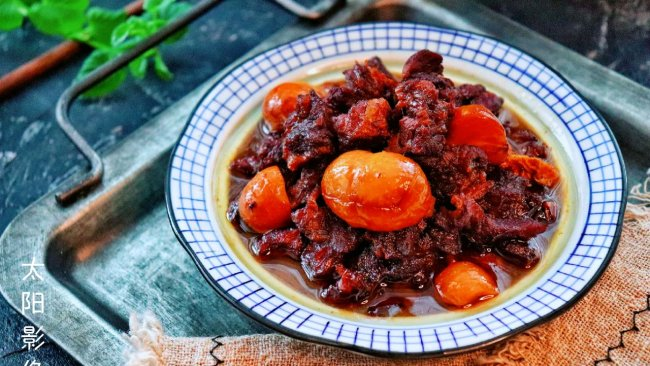 红酒焖栗子牛肋肉 #秋天怎么吃#的做法