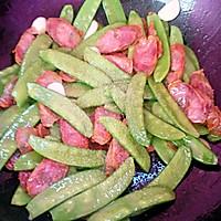 荷兰豆炒腊肠。的做法图解7