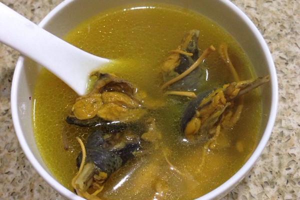 乌鸡虫草花汤的做法