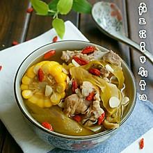 清香甘甜的——霸王花玉米脊骨汤