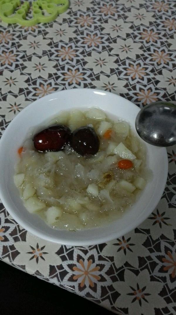 银耳马蹄红枣甜汤的做法