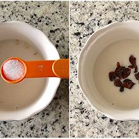 一只碗的早餐: 香蕉莓干燕麦粥#520,美食撩动TA的心!#的做法图解2
