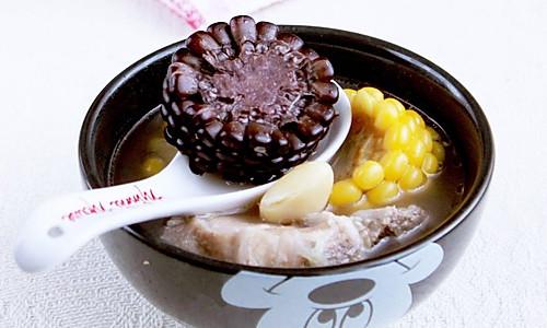 白果玉米排骨汤 的做法