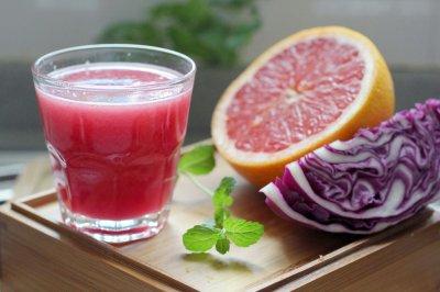 紫甘蓝葡萄柚综合蔬果汁