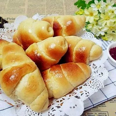 娃和大人的活力早餐吃点啥?香气扑鼻的黄油面包卷!