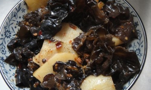 麻辣香锅-当家里只有土豆和木耳的时候~的做法