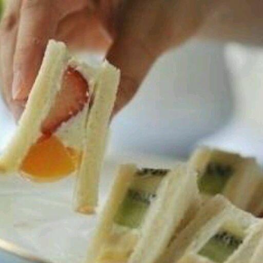 爱心早餐:水果三明治/酸奶冰淇淋三明治的做法_【图解