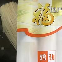 洋葱腊味炒面#福临门暖冬宴幸福面#的做法图解3