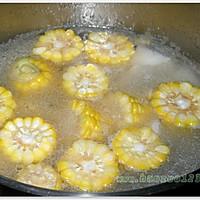 玉米排骨汤的做法图解4