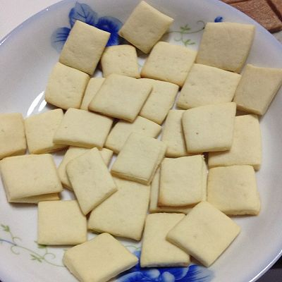 小方块牛奶饼干