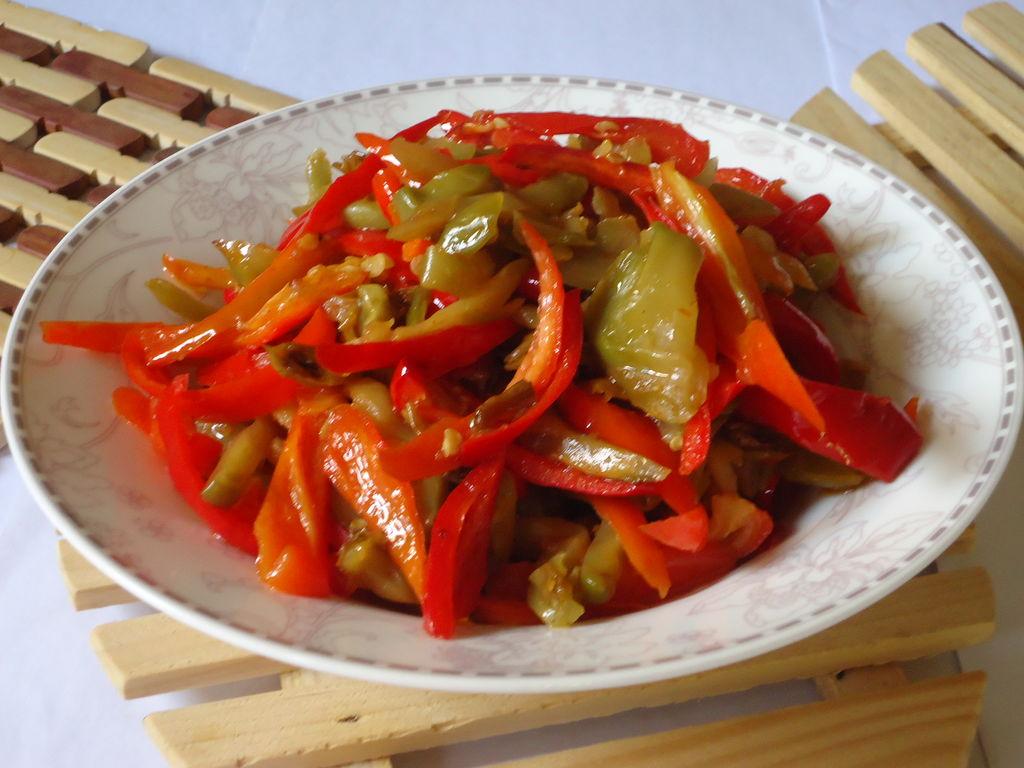 开胃红辣椒炒榨菜的做法_【图解】开胃红辣椒炒榨菜做