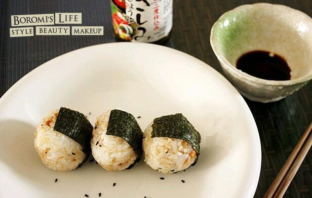 海苔肉松饭团的做法图解1