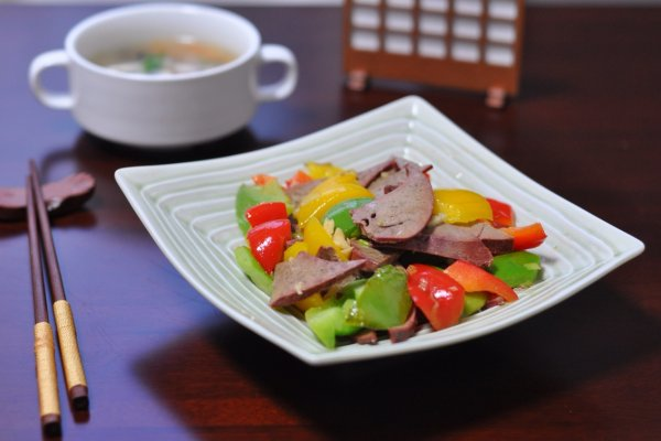 三椒炒猪肝#厨此之外,锦享美味#的做法
