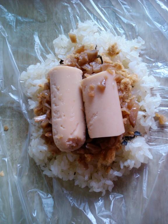 早餐の肉松大饭团的做法_【图解】早餐の肉松大饭团做