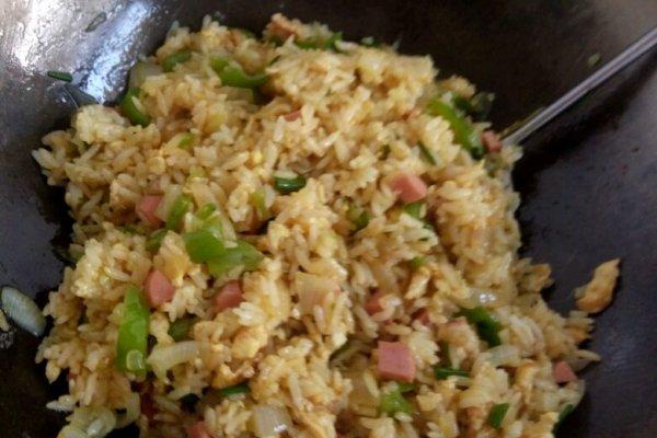 咖喱炒饭的做法